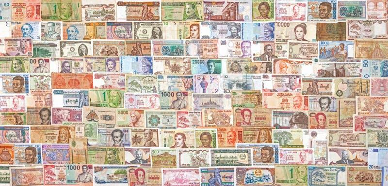 Банкноты от во всем мире перекрывая одина другого стоковое фото rf