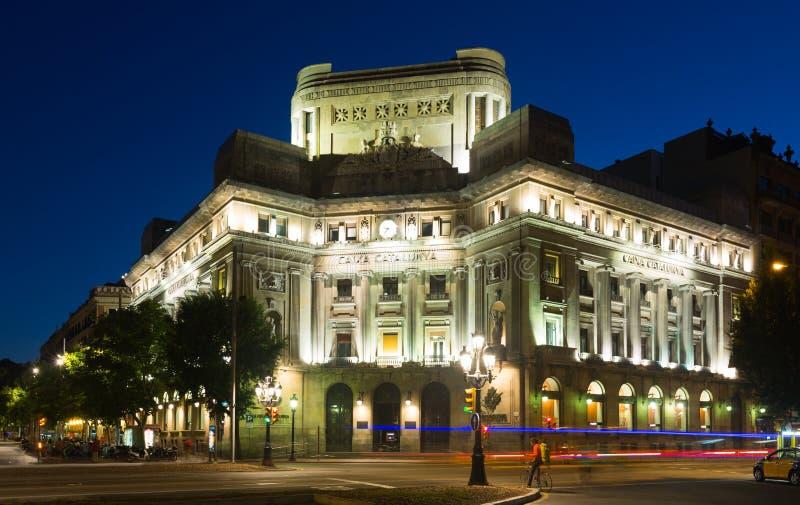 Банк Caixa Catalunya на Барселоне в nighttime стоковое фото rf