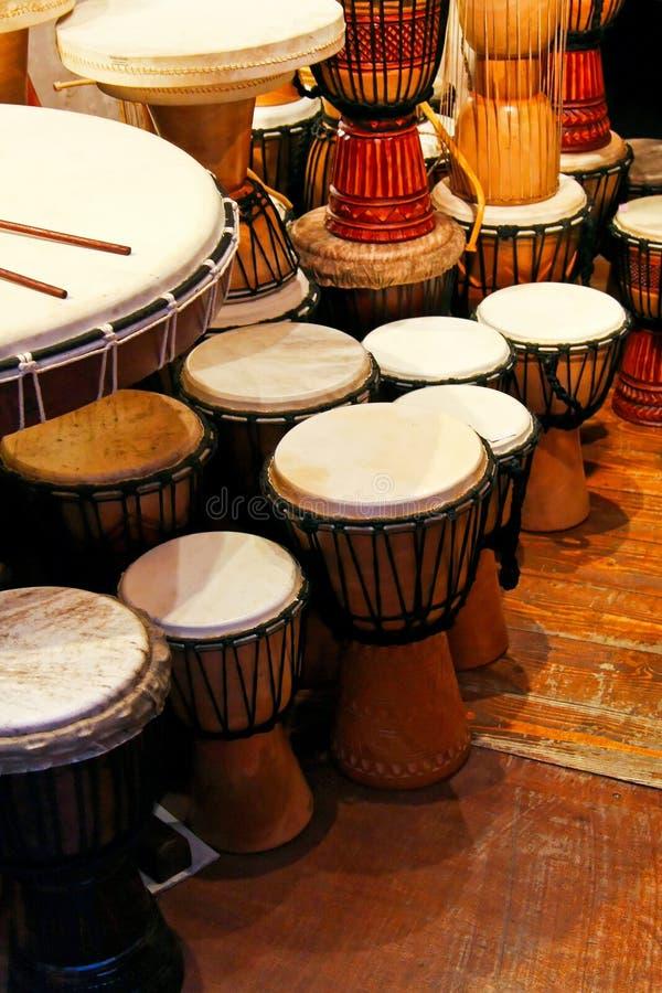 барабанит традиционным стоковые изображения rf