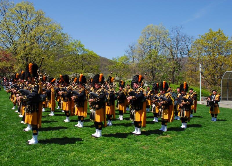 барабанит трубами представления стоковая фотография