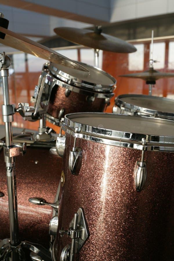 Download барабанчики стоковое изображение. изображение насчитывающей аппаратура - 6860437