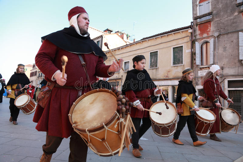 барабанщики полосы средневековые стоковые фото