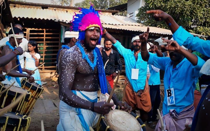 Барабанщик в фестивале виска Kallazhi стоковые изображения