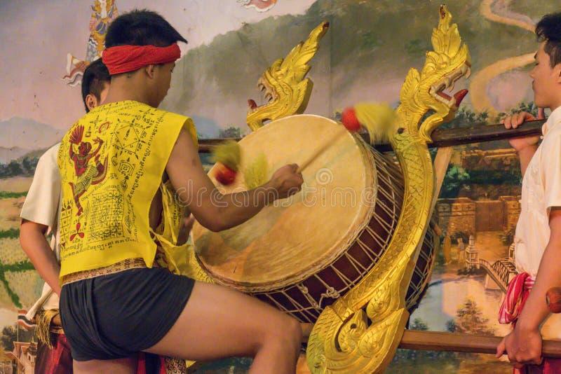 Барабанщик в фольклорной выставке, Таиланд стоковое фото rf