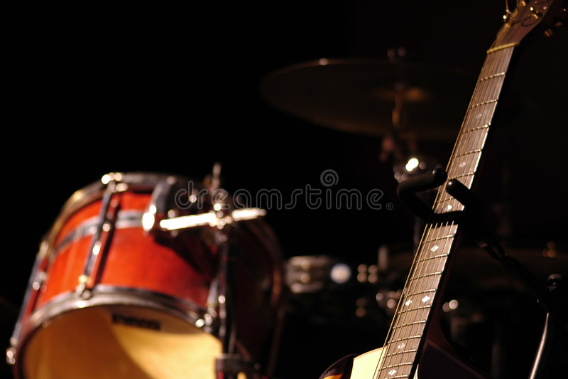 барабаньте гитарой стоковая фотография