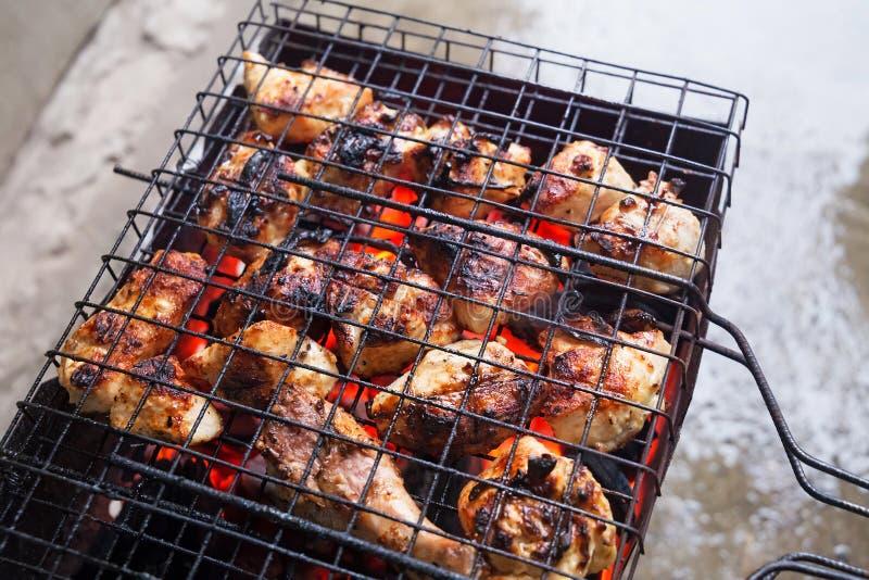 Барбекю от мяса цыпленка стоковые фото