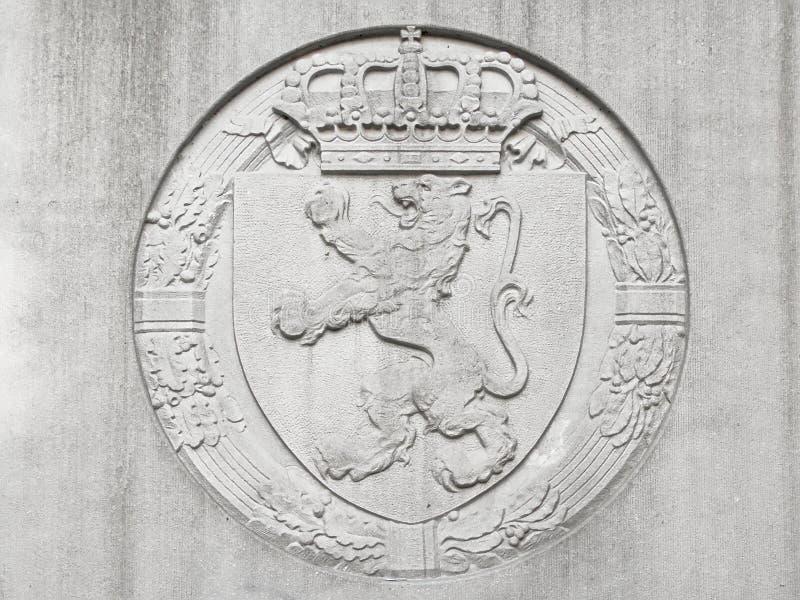 Барельеф бельгийских льва и кроны стоковое изображение