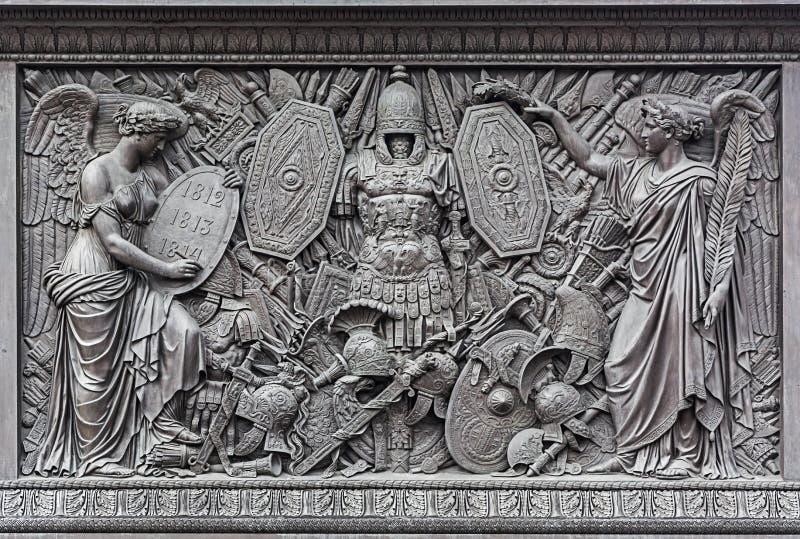 Барельеф на постаменте столбца Александра стоковое изображение