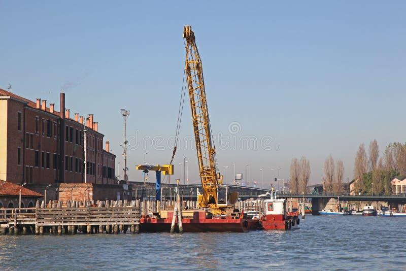 Баржа Венеция крана стоковые изображения rf