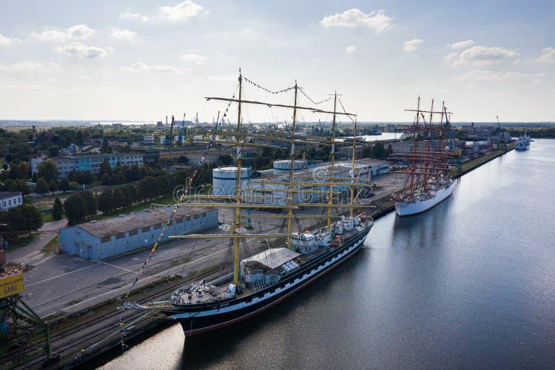Баркес КРУЗЕНШТЕРН и Седов в порту Калининград стоковая фотография rf