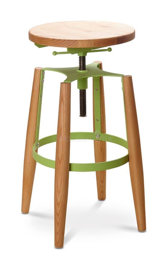 Барный стул зеленого цвета высокий закручивая, стул, древесина, стул металла, современный дизайнер Стул изолированный на белой пр стоковое фото