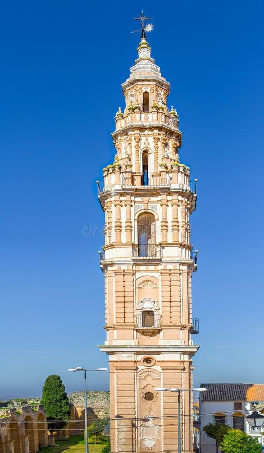 Барочная башня победы в Estepa, провинции Севильи Очаровательная белая деревня в Андалусии Южное Испания стоковые изображения