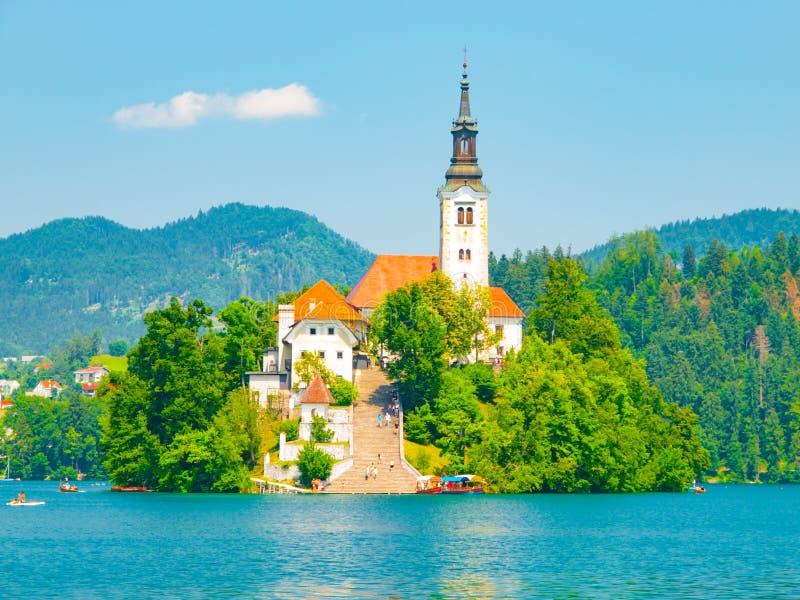 Барочная церковь предположения St Mary на кровоточенном острове, кровоточенном озере, Джулиане Альпах, Словении, Европе стоковые фотографии rf