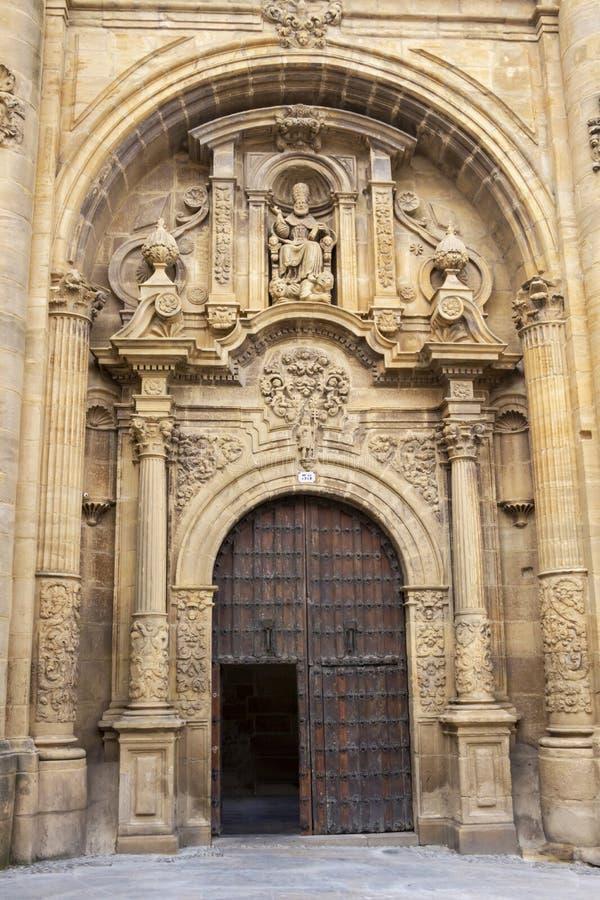 Барочный портал руин церков San Pedro в Viana, Наварре Испании на пути St James, Camino de Сантьяго стоковые изображения rf