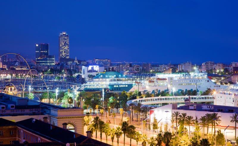 Барселона, горизонт Испании на ноче стоковая фотография