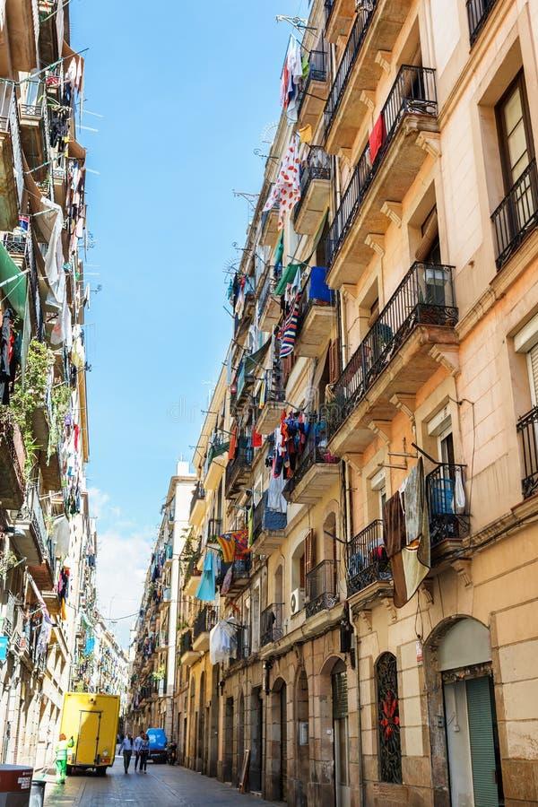 Барселона, Испания - 19-ое апреля 2016: Средневековые здания в готическом Barceloneta distric стоковые изображения rf