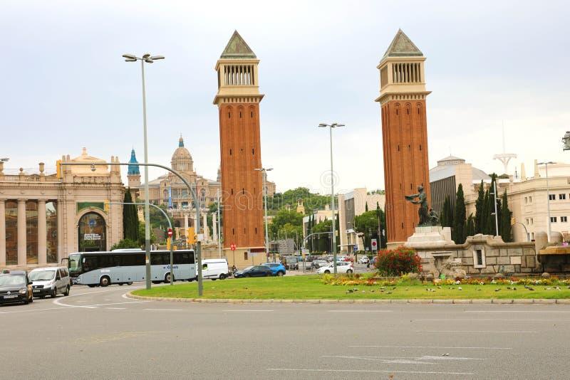 БАРСЕЛОНА, ИСПАНИЯ - 13-ОЕ ИЮЛЯ 2018: Венецианские башни в ` Placa d Esp стоковое изображение rf