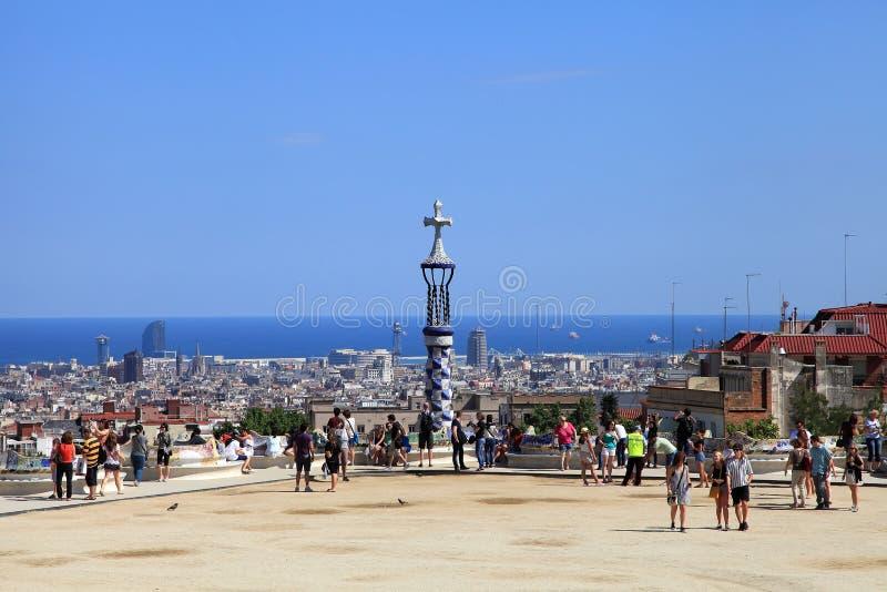 БАРСЕЛОНА, ИСПАНИЯ - 8-ОЕ ИЮЛЯ: Известный парк Guell 8-ого июля 2014 стоковые фотографии rf