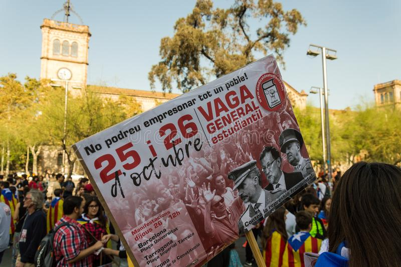 Барселона, Испания, 27-ое октября 2017, массивнейшие студенты колледжа забастовки стоковое изображение