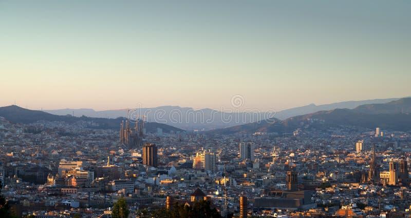 Барселона во времени захода солнца стоковые изображения