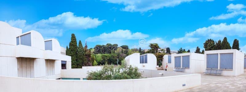 Барселона, ИСПАНИЯ - 22-ое апреля 2016: Панорама музея Джоан Miro учреждения Fundacio современного искусства стоковое изображение