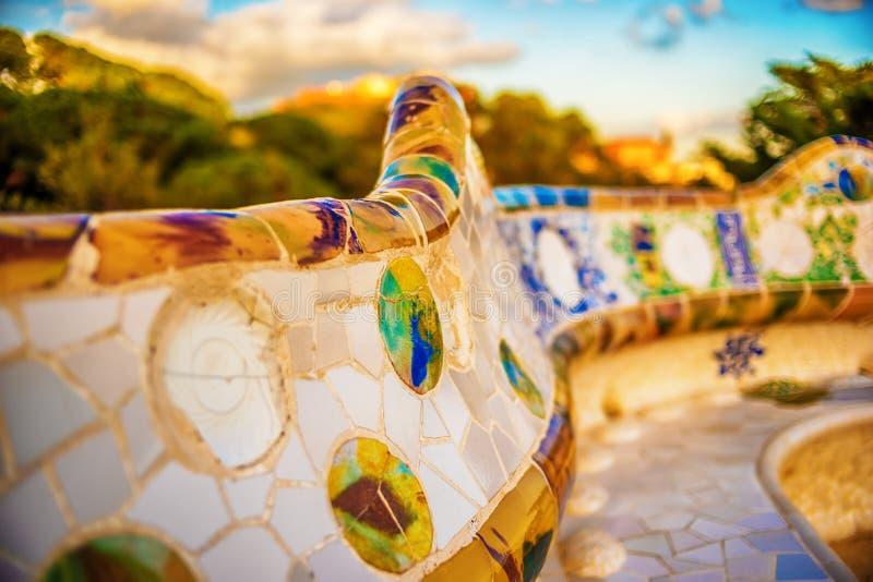 Барселона, Каталония, Испания: мозаика в парке Guell Antoni Gaudi стоковые фото