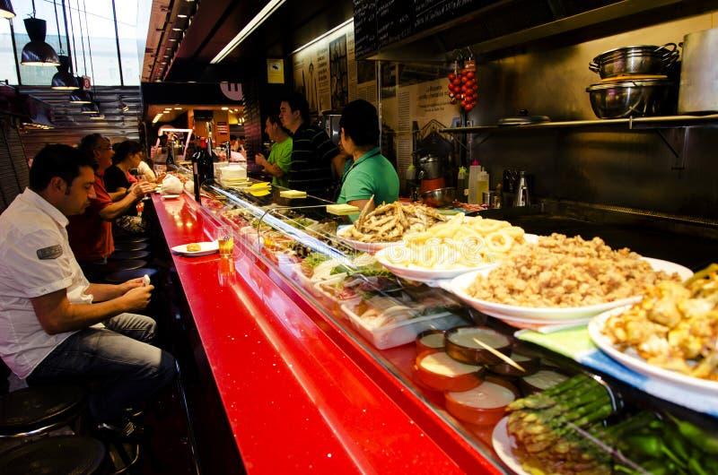 Барселона - restaurantin тап продовольственный рынок - Испания стоковые фотографии rf