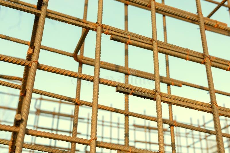 Бары подкрепления металла ржавые Усиливать стальные пруты для строя armature стоковое изображение
