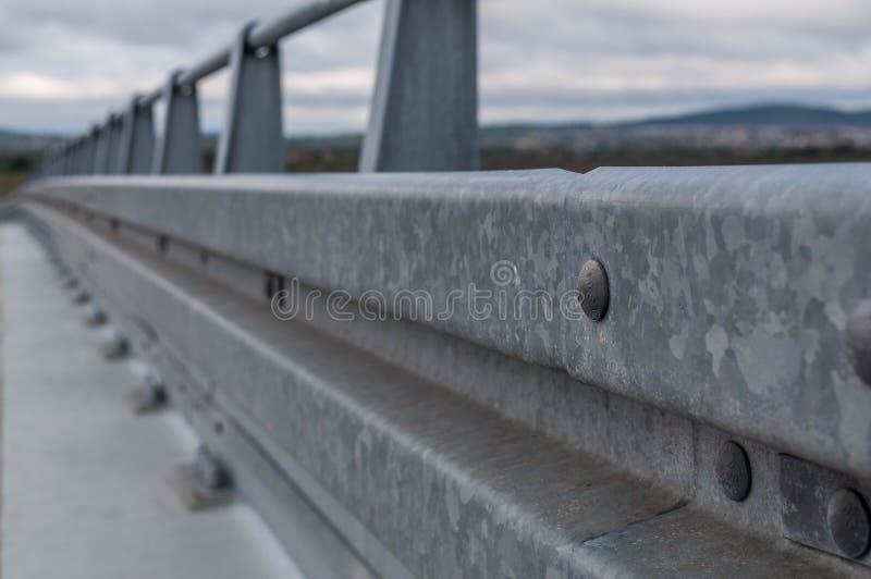 Барьер дороги металла защитный, скоростная дорога стоковые фото