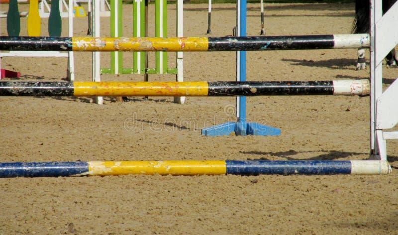 Барьер на лошади на беговой дорожке стоковое фото rf