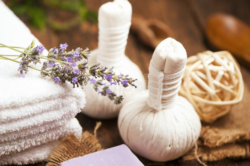 Бар естественного мыла с травами стоковые изображения rf