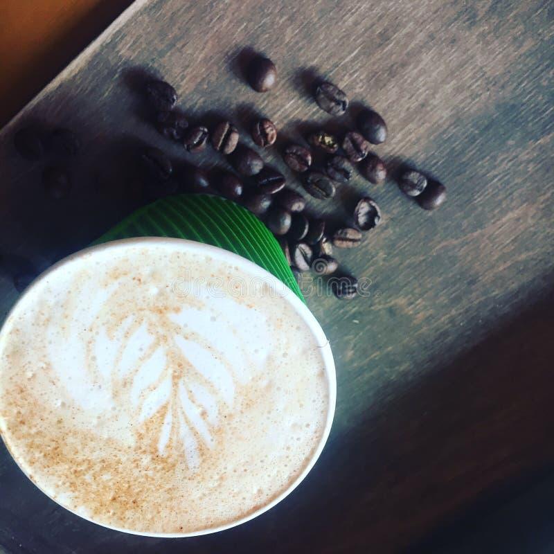 Бар кофейной чашки слишком идет arabica в реальном маштабе времени Гватемала ароматности утра молока стоковые изображения rf