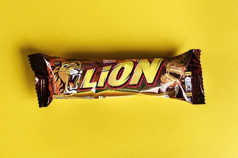 Бар льва изолированный на белизне Лев confection шоколадного батончика который изготовлен Nestle стоковое изображение rf
