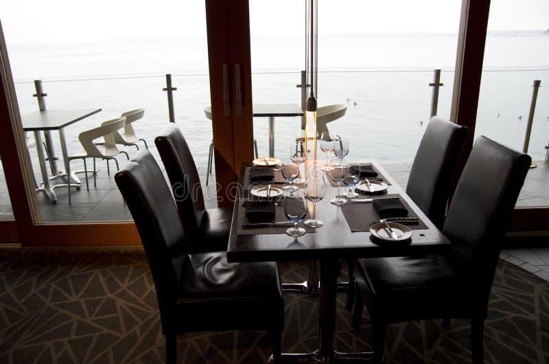 Бар-ресторан с видом на океан стоковая фотография rf