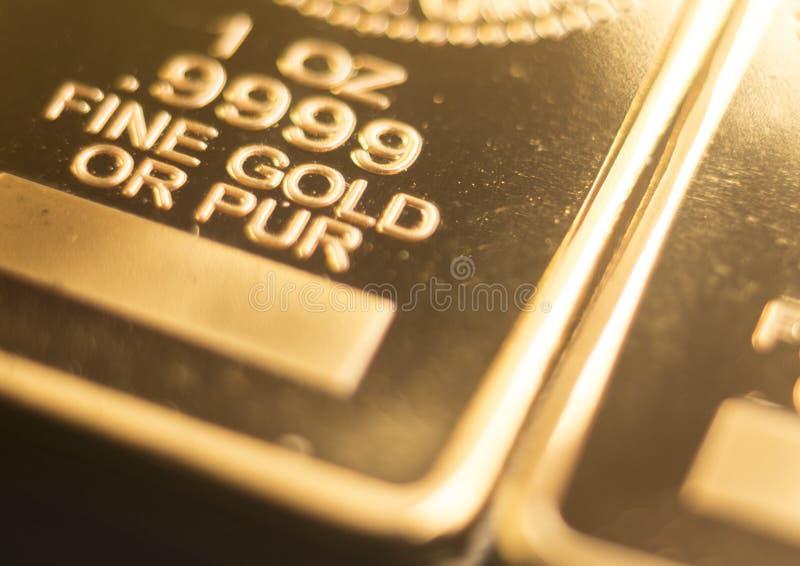 Бар слитка миллиарда золота стоковые фотографии rf