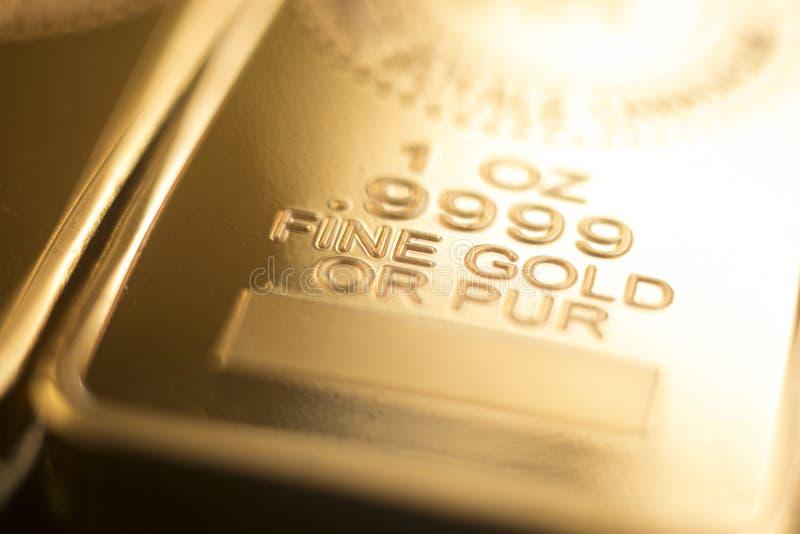 Бар слитка миллиарда золота стоковое фото rf
