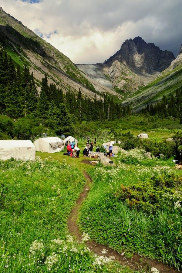 Бар Yurt на пути к озеру Kul алы в Кыргызстане стоковое изображение
