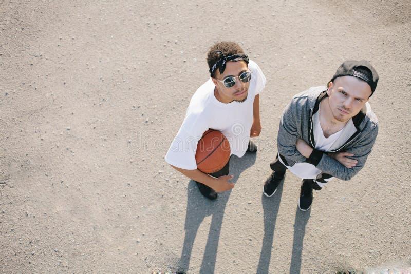 Баскетболисты стоковые изображения rf