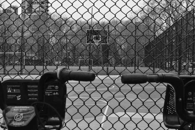 Баскетбольная площадка Чайна-тауна Нью-Йорка Ист - Сайда парка Forsyth бол стоковые изображения