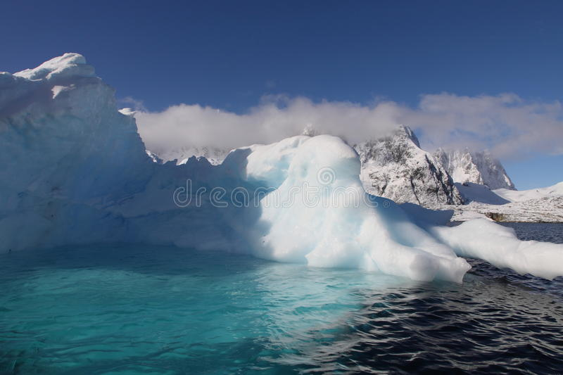 бассеин айсберга Антарктики стоковые изображения