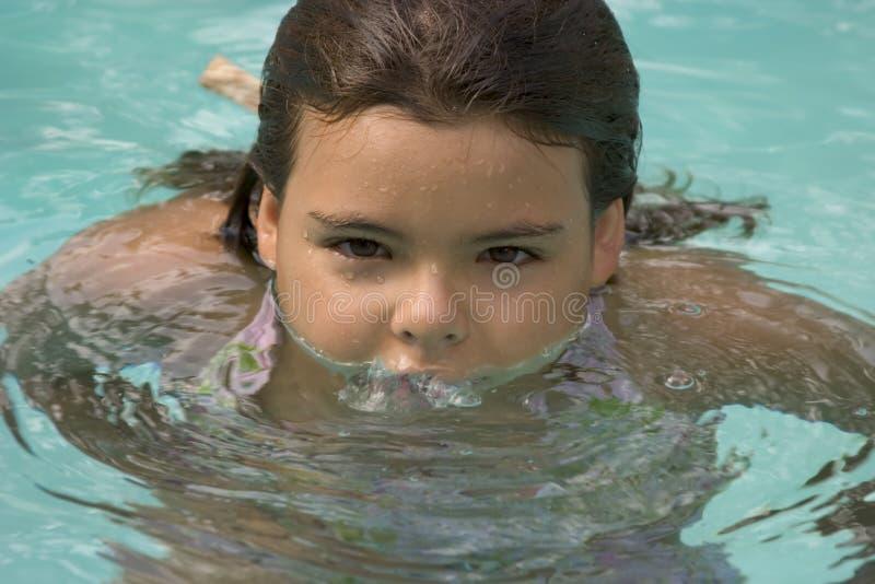 Download бассеин девушки стоковое изображение. изображение насчитывающей бассеин - 476569