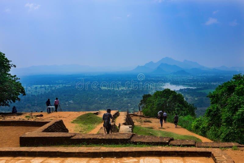 Бассейн в королевском комплексе дворца сада на верхней части утеса Sigiriya или утеса льва около Dambulla в Шри-Ланке стоковая фотография rf