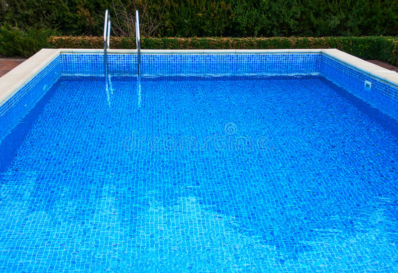 Бассейн с водой стоковая фотография rf