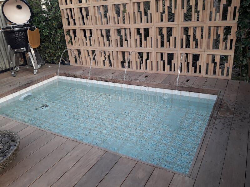 бассейн с украшением современным стоковое фото rf