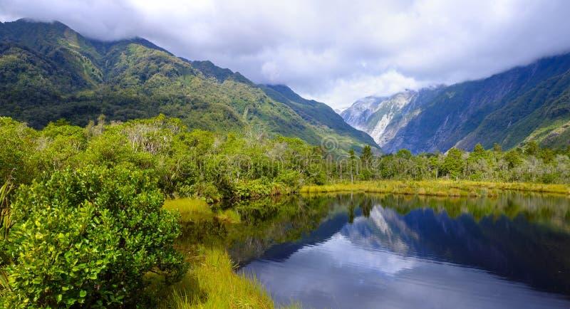 Бассейн Peters в Новой Зеландии стоковые фотографии rf