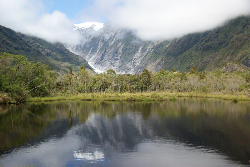 Бассейн Peters & ледник Frantz Josef стоковые фотографии rf