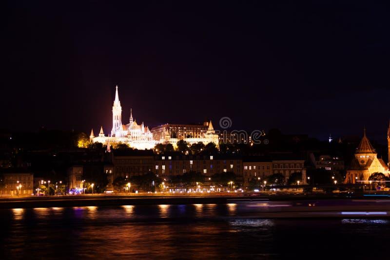 Download Бастион рыболова около Дуная на ноче Стоковое Фото - изображение насчитывающей обваловка, cityscape: 40580310