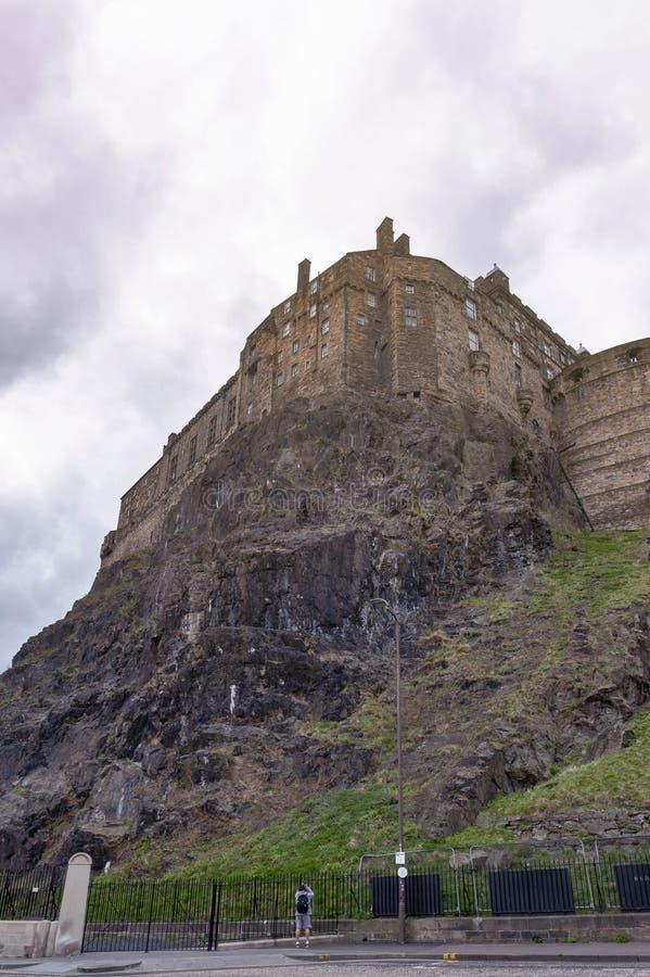 Батарея королевского дворца и полумесяца Эдинбурга рокирует, популярные туристическая достопримечательность и ориентир ориентир Э стоковое изображение