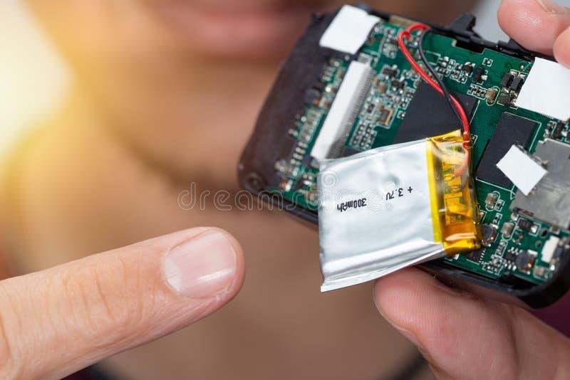 Батарея полимера лития внутри electornic прибора стоковое изображение