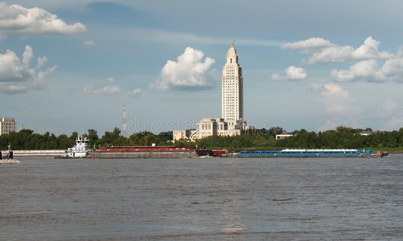 БАТОН-РУЖ, ЛУИЗИАНА - 2010: Здание капитолия положения Луизианы стоковые изображения rf